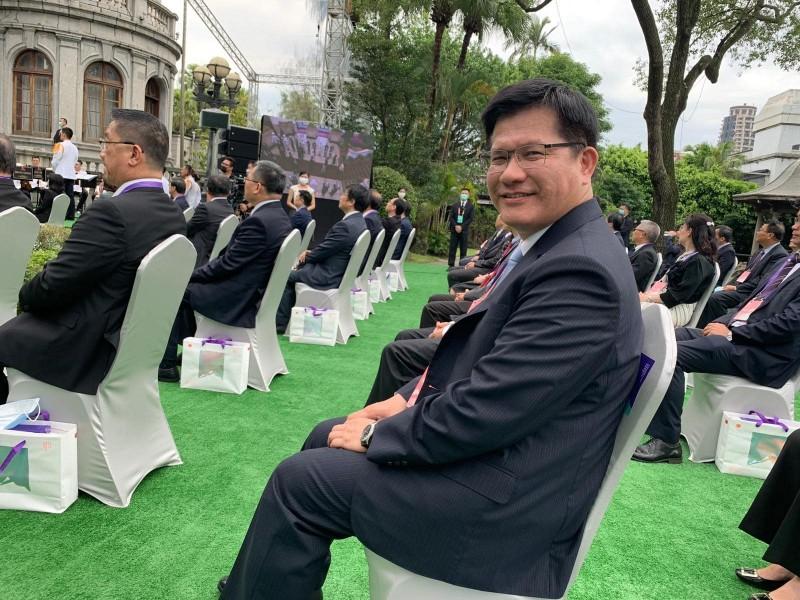 交通部長林佳龍參加520總統就職典禮,掌鏡的是台中市長盧秀燕。(圖擷取自林佳龍臉書)