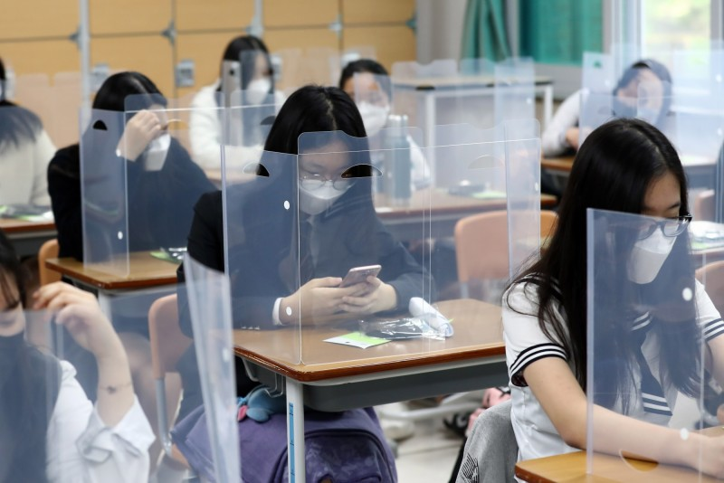 南韓學生全數在今日正式返校上課。(歐新社)