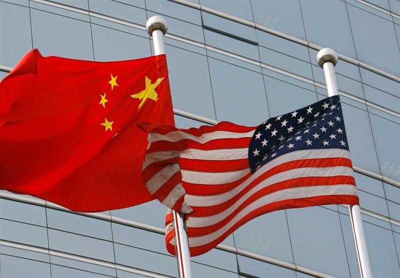 德國媒體刊出評論指出,中國(左)「還不夠格」取代美國(右)「超級大國」的地位。(法新社檔案照)