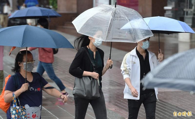 中央氣象局指出,今天(20日)天氣仍然不穩定,中南部有陣雨或雷雨。(資料照)