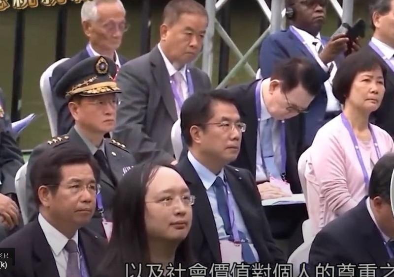 台南市長黃偉哲(中)昨天應邀出席「520」總統蔡英文就職演說典禮。(擷自臉書)