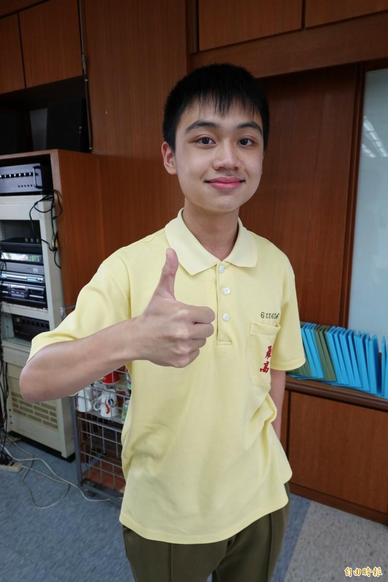 羅東高中學生李昆昌在逆境中力爭上游,錄取第一志願台大財金系。(記者江志雄攝)