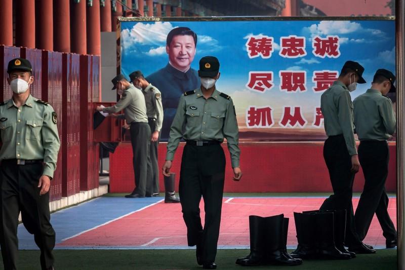 中國「兩會」本週開幕,北京軍警加強維安。(法新社)