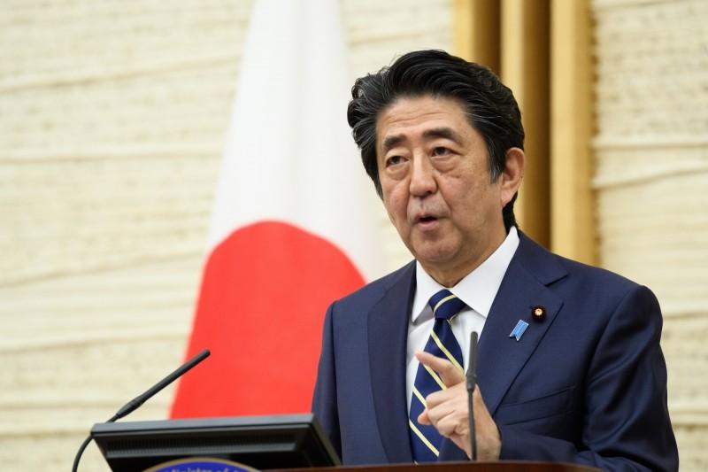 日本首相安倍晉三今天傍晚宣布解除大阪、京都及兵庫等關西地區2府1縣的緊急狀態。(彭博資料照)