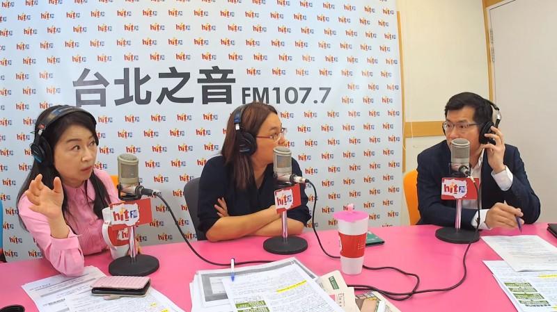 立委陳玉珍(中)與羅致政(右)今早接受《周玉蔻嗆新聞》專訪。(擷取自YouTube)