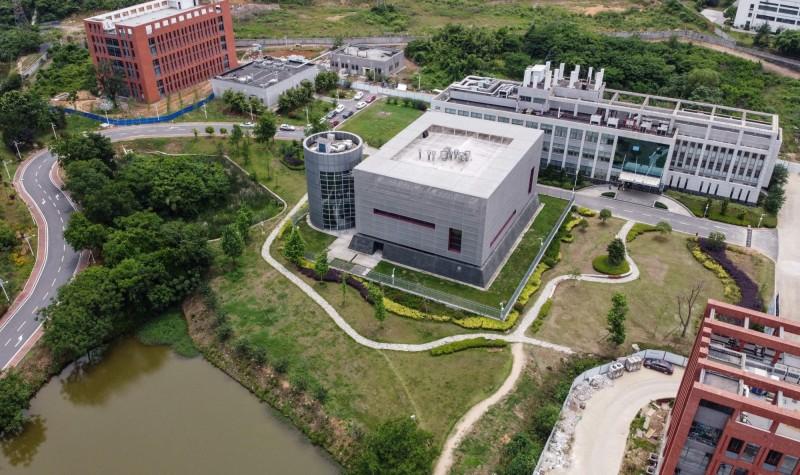 新冠病毒的起源至今未解,武漢P4研究室仍是各國調查焦點,但中國近日卻傳出,計畫在各省都建立P3實驗室,並在每個第二級行政區設置P2實驗室。圖為武漢P4實驗室。(資料照,法新社)