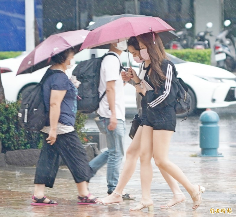 高雄市政府表示,考量到豪雨情況,山區明(22日)是否停班課,將於今天晚間10點宣布。(資料照)