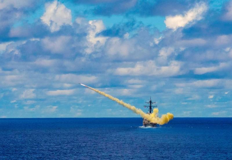 傳出軍方擬向美國購買「岸置機動型」魚叉反艦飛彈來作為近海防禦中的一部分。圖為艦射型魚叉飛彈。(路透)