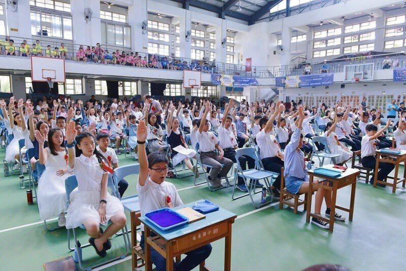 宜蘭縣政府配合中央防疫政策,今也宣布,縣內各級學校,在做好防疫措施的情況下,可不受的人數限制。(宜蘭縣政府提供)(記者林敬倫攝)