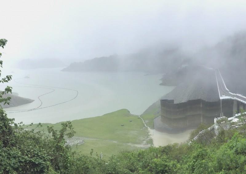 山區豪雨,曾文水庫水情「大進補」。(記者吳俊鋒翻攝)