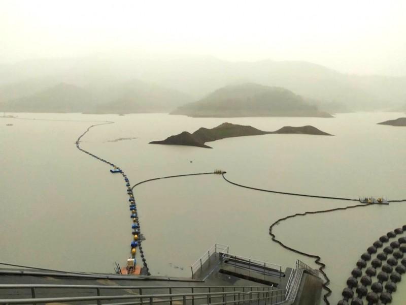 豪雨挹注,南化水庫入流量豐沛。(記者吳俊鋒翻攝)
