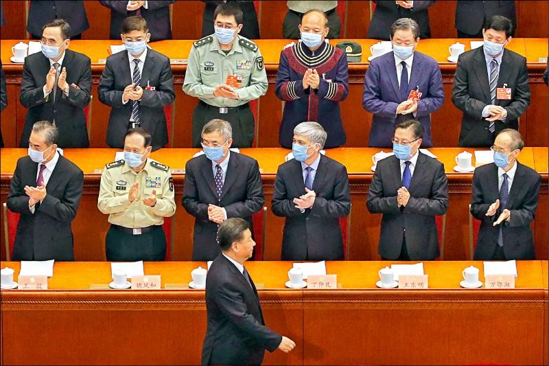 中國第十三屆全國政協會議廿一日開幕,國家主席習近平未戴口罩與會。 (歐新社)