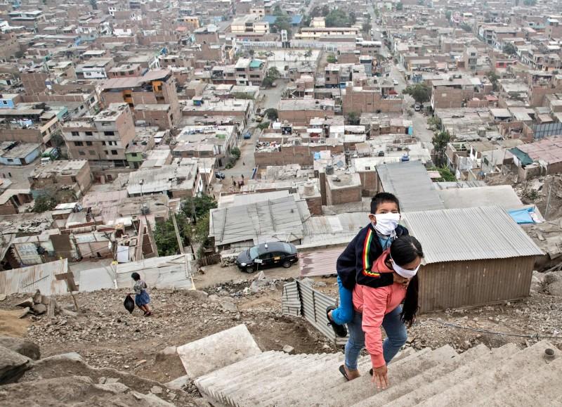 秘魯確診人數突破10萬人,醫療資源不足恐怕導致醫療體系崩潰。(法新社)