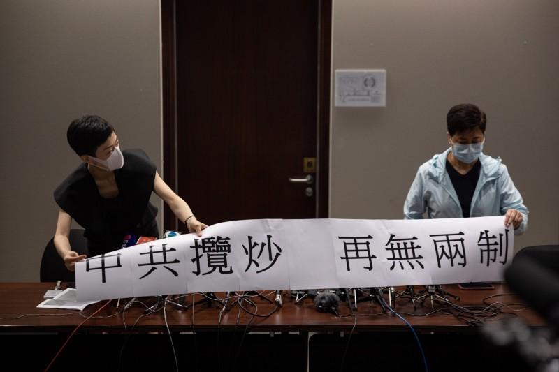 王丹認為,中共的鎮壓只會激起港人更強烈的反抗。(歐新社)