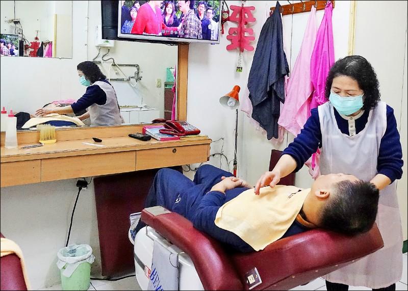 經發局針對美容美髮業推出認證標章,助業者走出疫情衝擊,也讓民眾安心消費。(資料照)