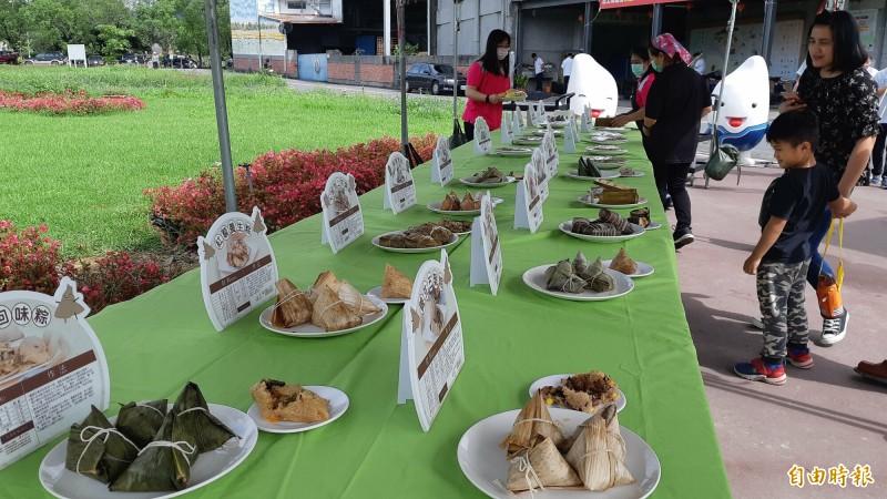 池上鄉農會今天舉辦天舉辦「粽穀糧飽」行銷活動,最受矚目的粽子比賽,共有10種各族群粽子較勁。(記者黃明堂攝)