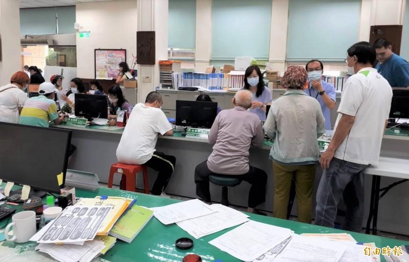 12退休公務員集體申請紓困 新營公所打槍