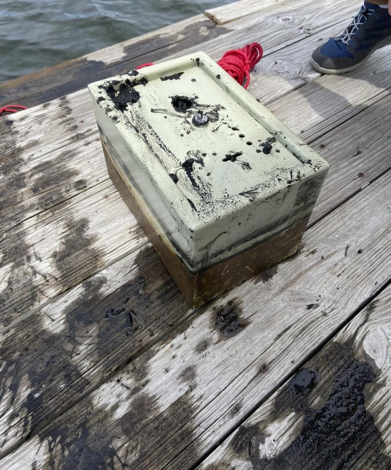 保險箱是一名住在湖對面的婦女所有,她家曾在8年前遭竊。(美聯社)