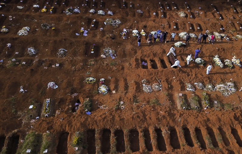The death toll of pneumonia in Wuhan, Brazil exceeded 20,000, making it the hardest hit country in Latin America. The picture shows an aerial view of a cemetery in Brazil (Reuters)
