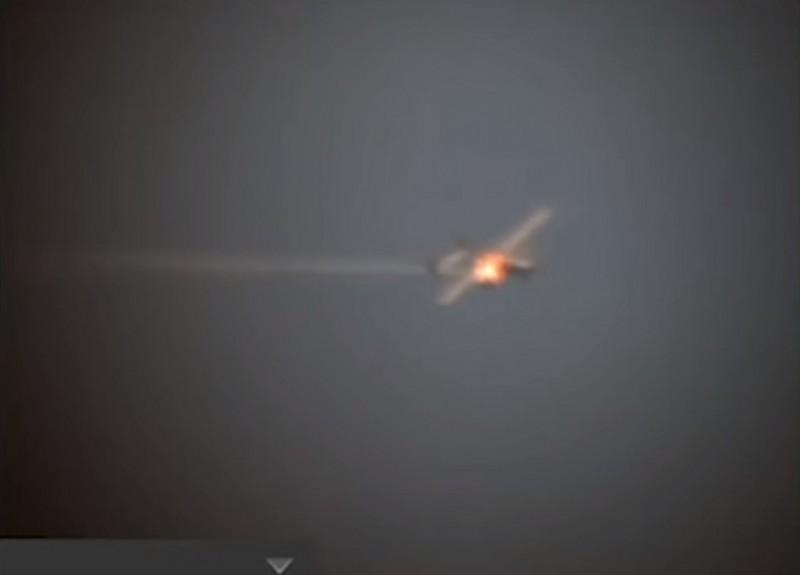 艦載雷射成功命中無人機,並將其擊落。(圖擷取自美軍太平洋艦隊臉書)