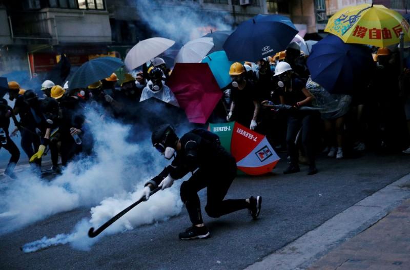 香港反送中持續延燒,這次中共恐強推港版國安法再次引爆民怨,港人號召在24日發起遊行示威。(路透)