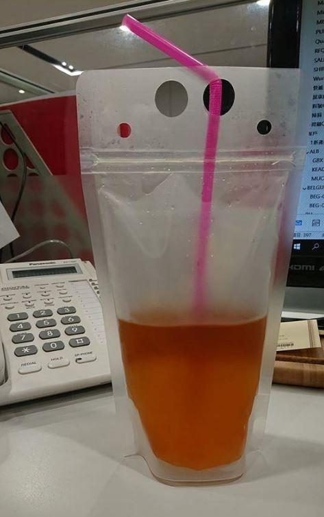 容易引起誤會的飲料顏色和包裝。(圖擷取自臉書)