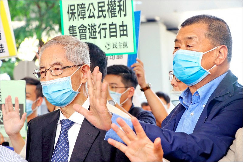 為香港自由奮鬥的民主黨創黨主席李柱銘(左)、香港「壹傳媒」創辦人黎智英(右),皆表態反對中國伸手把香港版國家安全法納入「基本法」。(路透檔案照)