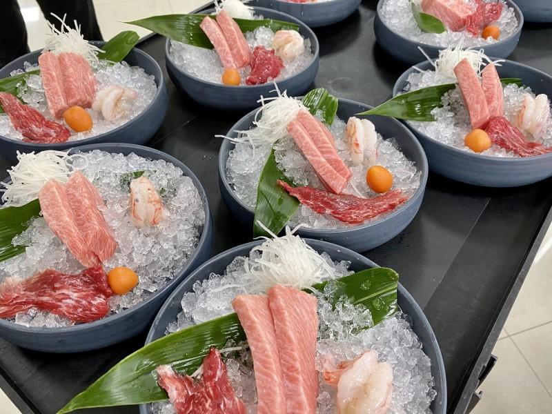 東港佳珍海產餐廳為指揮中心辦外燴。(記者陳彥廷翻攝)