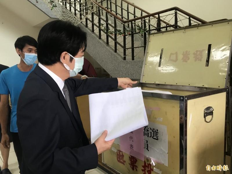 民進黨黨職選舉登場,副總統賴清德上午返回台南投票,盡黨員的義務。(圖︰黨員提供)