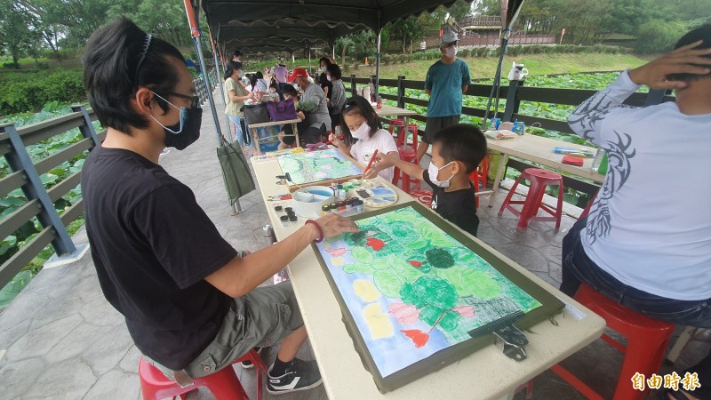 白河蓮花季活動今日開幕,台南市長黃偉哲大力推廣白河觀光,強調後疫情時代,台南觀光會大步向前。(記者王涵平攝)
