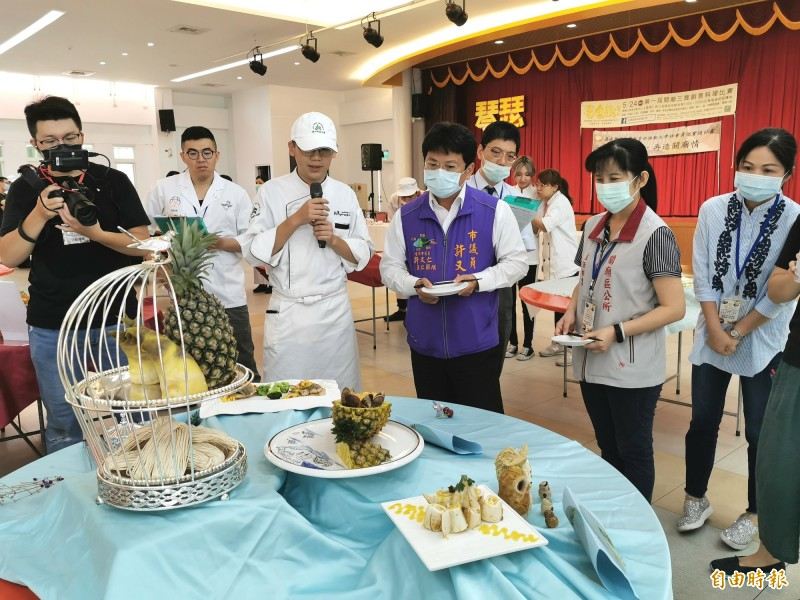 首屆關廟三寶創意料理比賽登場,熱鬧行銷地方特色產業。(記者吳俊鋒攝)