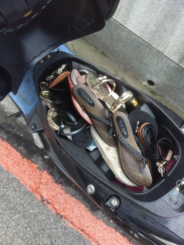 警方發現吳男的機車置物箱有8雙女鞋,目前找到4位被害人。(被害人家屬提供)