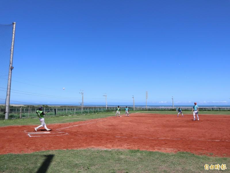 大安區南埔里海洋棒壘球場,前身是大安區垃圾掩埋場。(記者歐素美攝)