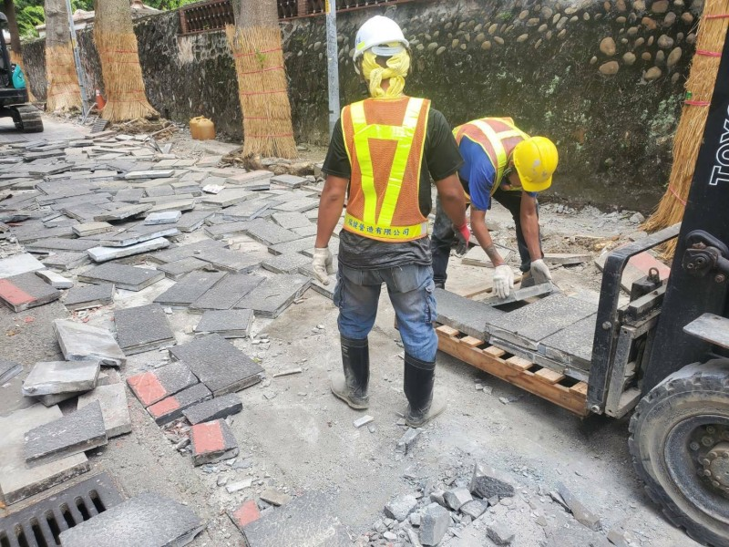 林家花園石板磚拆除後,將移至汐止區汐萬路。(工務局提供)