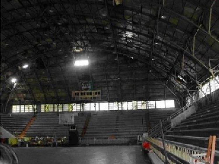 「公賣局球場」曾是1960、1970年代的籃壇聖地,當年被專家評為是世界上罕見的大跨距鋁骨室內建築,在2003年登錄為歷史建築。(取自網路)