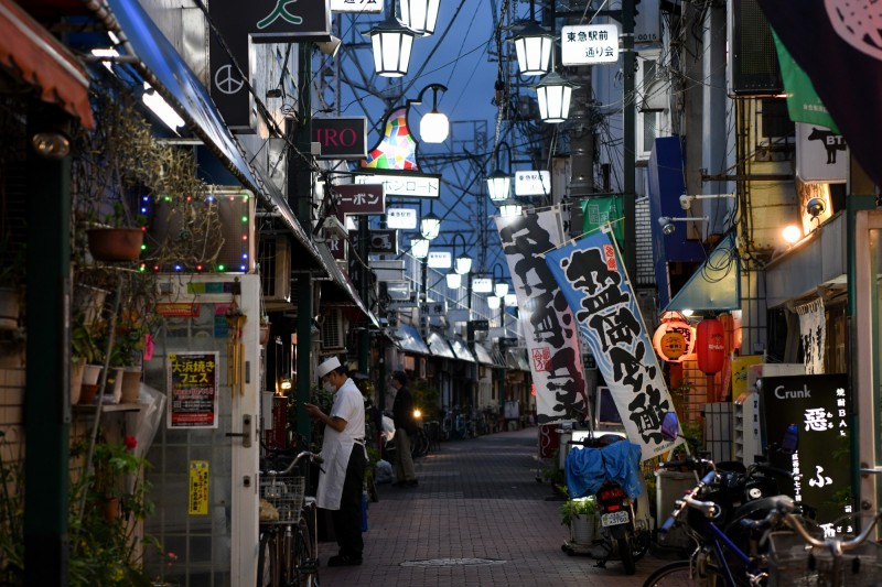 日本東京都昨僅新增2例確診,是緊急狀態發布以來最低紀錄。圖為東京一景。(彭博)