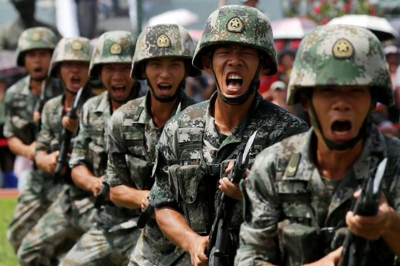 印方消息指出,中國解放軍也在與印度邊境地區集結重兵。(路透檔案照)