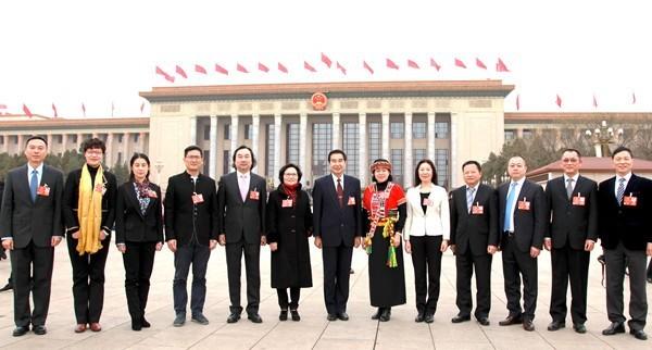 中國13名「台灣省人民代表」召開會議,稱讚中國強大。(圖取自中國「全國台聯」)