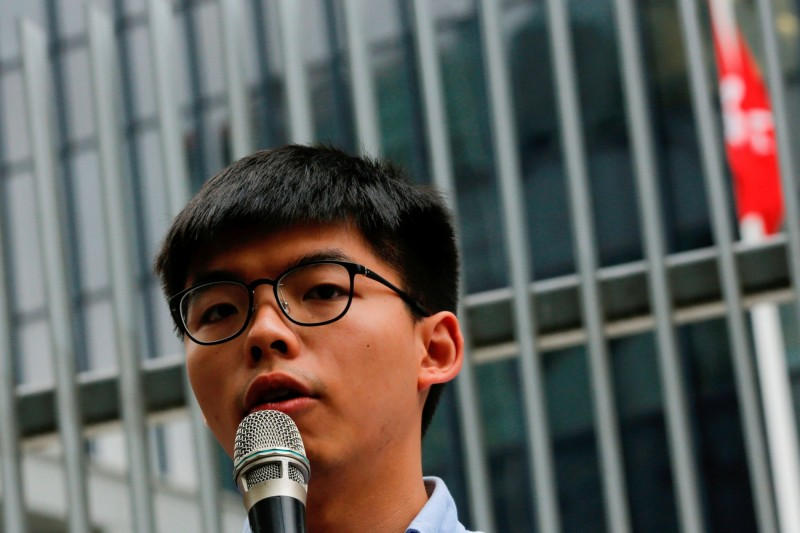 黃之鋒強調,在抵抗中國北京打壓的路上,香港人必定不會孤單。(路透)