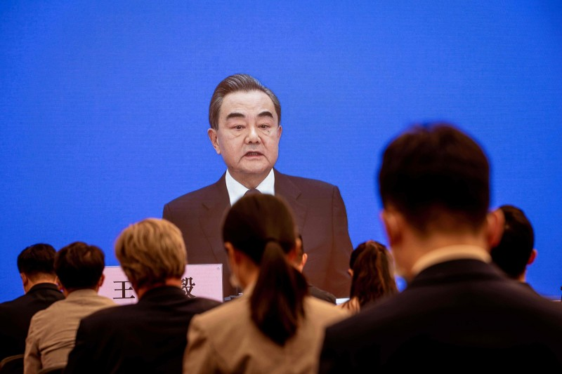 針對香港與中美議題,中國外交部長王毅除了重申香港事務乃中國內政,籲外界勿多加干涉,也提到日後中美雙方關係恐演變成「新冷戰」。(法新社)