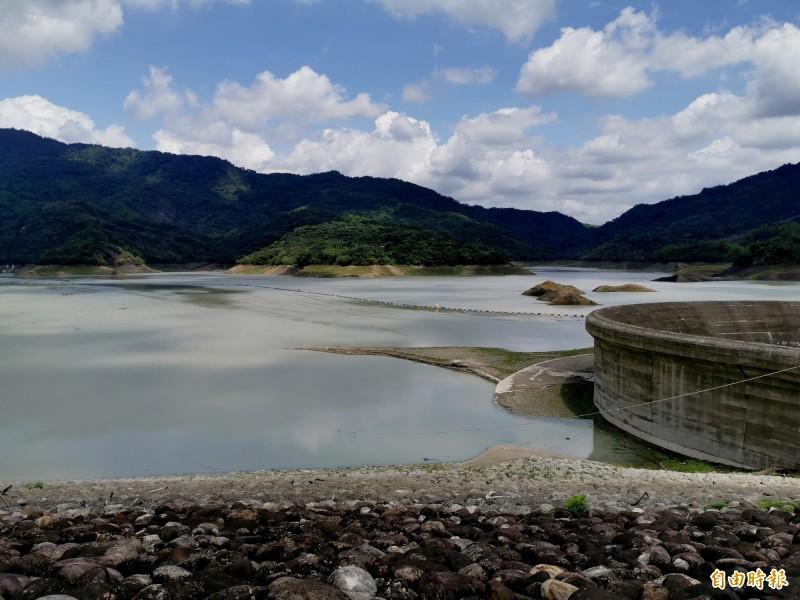 旗山溪濁度下降,南化水庫開始越域引水。(記者吳俊鋒攝)