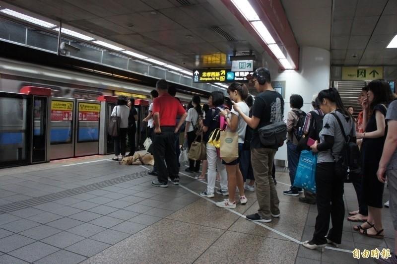 台北捷運從今年2月起運量就受疫情打擊。(資料照)