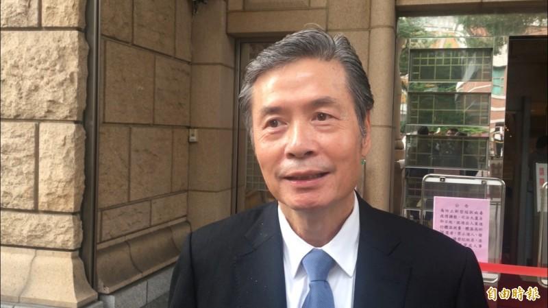 金溥聰今天到高等法院,與主播陳雅琳對簿公堂。(記者張文川攝)
