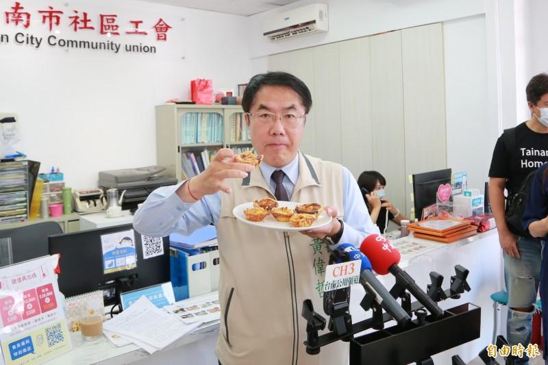 台南市長黃偉哲將準備阿中自助餐迎接防疫五月天。(記者劉婉君攝)