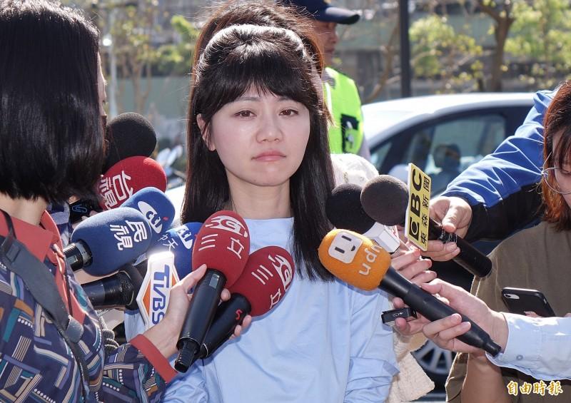 時力立委陳椒華25日擬提出臨時提案,其中「台灣執政黨當局」用字引來批評,她事後致歉,說明「該案也未成案送出」;其中民進黨立委高嘉瑜(見圖)也在該提案簽名,引發不少網友質疑。(資料照)