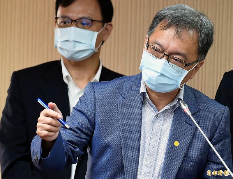 衛福部次長薛瑞元表示,口罩定額徵用的數量最快本週就會決定,屆時可望解禁、開放外銷。(記者廖振輝攝)