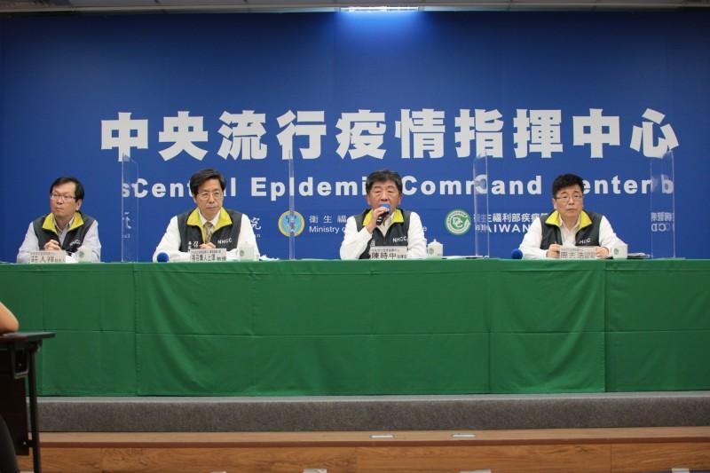 病房探視規定再放寬,指揮官陳時中表示,今天起精神科病房探視也放寬,每組訪客2人為限。(圖由指揮中心提供)