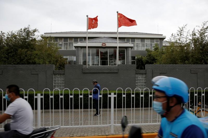國安高層今進一步強調,「香港版國安法」一旦通過立法,台灣將會參酌美國等國際社會的作法,港人權益仍是蔡政府最大的關注所在,近期也將宣布「具體協助港人措施」。(路透)