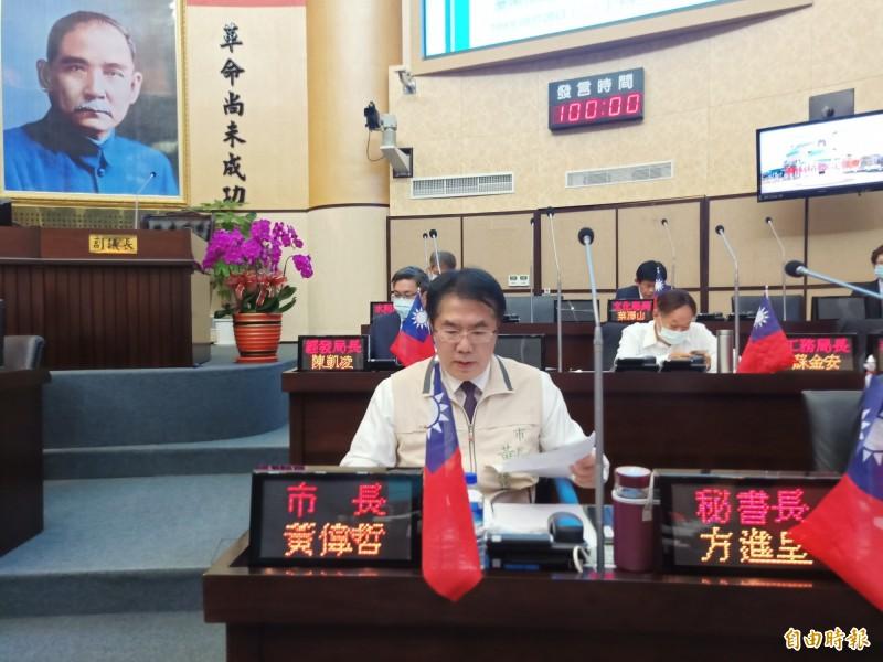 南市議會今天上午進行市政總質詢,市長黃偉哲回應2020國慶煙火施放地點選擇條件。(記者王姝琇攝)