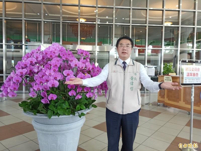 市長黃偉哲展開雙臂歡迎阿中部長週末到訪!(記者王姝琇攝)